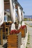 码头的一家空的餐馆 免版税库存照片