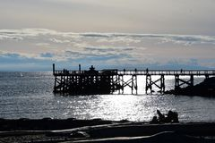 码头的剪影 免版税库存图片