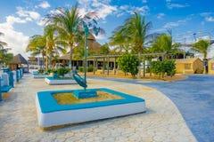码头的美好的室外看法有有些棕榈树的在墨西哥的玛雅里维埃拉玛雅人的Puerto莫雷洛斯州 库存照片