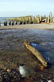 码头被破坏的海边 免版税库存图片