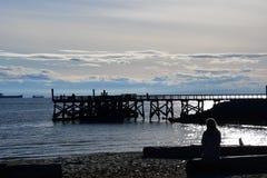 码头西温哥华的剪影 免版税库存图片