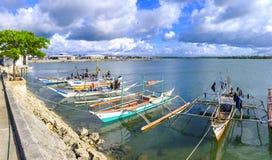 码头靠码头的渔船 图库摄影