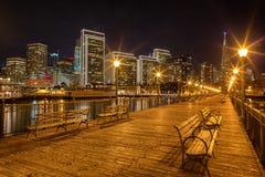 码头7全景在旧金山在晚上 库存图片