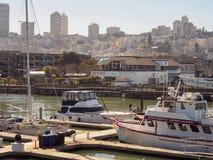 码头39渔夫的码头在旧金山,是一个著名旅游胜地 免版税库存照片