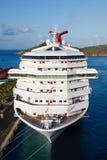 码头乐趣船垂直的白色 免版税库存照片