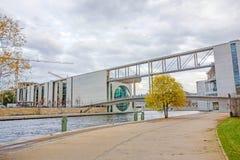 码头保罗Loebe Haus/Reichstag,柏林 库存图片