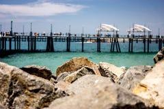 码头和岩石 免版税库存照片