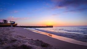 码头和渔船在日落 免版税图库摄影