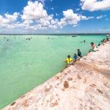 码头在加勒比Bacalar盐水湖,金塔纳罗奥州,墨西哥 免版税库存照片