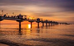 码头在日落的Miedzyzdroje 免版税库存照片