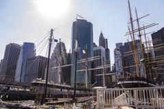 码头在有地平线的纽约 免版税库存照片