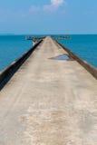 码头在酸值有天际的张海岛,轰隆鲍村庄 酸值查家 库存照片