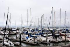 码头39小游艇船坞客人小船相接 库存图片
