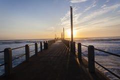 码头海洋日出 库存图片