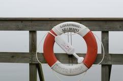码头的一个lifebuoy地方 免版税图库摄影
