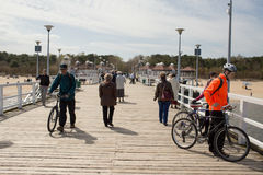 码头的人群人。 免版税库存照片