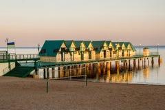 码头的假日房子 免版税库存图片