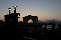 从码头的日落 库存图片