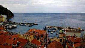码头的顶视图在索伦托 免版税库存图片