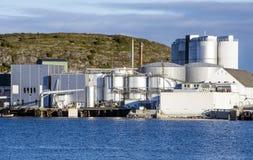 码头的水泥工厂 免版税库存照片