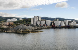 码头的水泥工厂 免版税图库摄影