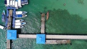 码头空中寄生虫顶视图照片在Rawai海滩的在普吉岛 免版税图库摄影