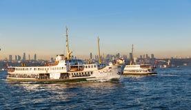 从码头运送靠码头, 2016年9月12日在伊斯坦布尔 免版税库存照片