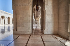 砂岩在清真寺cladded墙壁和地板 免版税库存照片