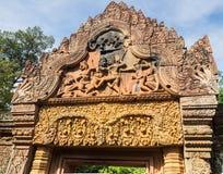 砂岩寺庙10世纪门户在柬埔寨 免版税库存图片