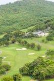砂槽在热带高尔夫球场 免版税库存图片