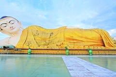 砂海螂Tha Lyaung斜倚的菩萨, Bago,缅甸 库存图片