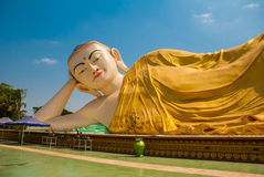 砂海螂Tha Lyaung斜倚的菩萨 Bago Myanma 缅甸 库存图片