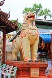 砂海螂Zedi塔入口狮子雕象, Bagan考古学区域,缅甸 图库摄影