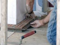 砌砖工保证主要质量 免版税库存图片