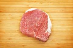 砍原始的猪肉 图库摄影