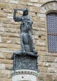 砍在广场della Signoria的朱迪思的拷贝Holofernes头 免版税库存图片