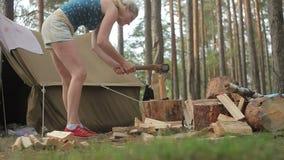 砍妇女木头 股票录像
