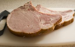 砍抽烟的猪肉 免版税库存照片