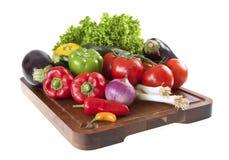 砍新鲜蔬菜的董事会 免版税库存图片