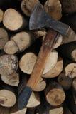 砍木头 免版税库存图片