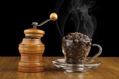 研磨机和一杯咖啡 库存照片