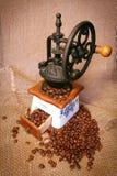 研磨机用咖啡豆 图库摄影