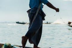 研究一只脚的Inle湖的渔夫 图库摄影