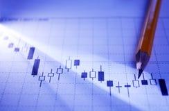 研究一张统计企业图表 库存照片