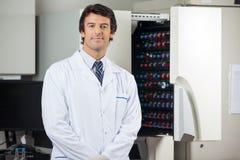 研究员支持的血液文化仪器 库存照片