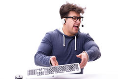 研究在白色的计算机的滑稽的书呆子人 图库摄影