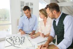 研究新的项目的建筑师 免版税库存照片
