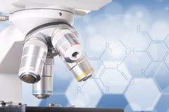 研究的显微镜机器 免版税库存照片