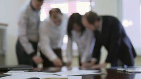 研究竞选计划的政治专家队,一起谈论节目 股票录像