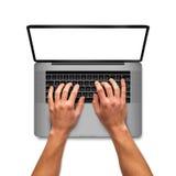 研究膝上型计算机的人手 免版税库存图片